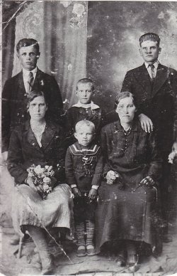 The family of Pradun from Ostrówki.